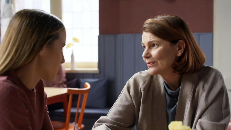 Chiara und Susanne sind eng vertraut.