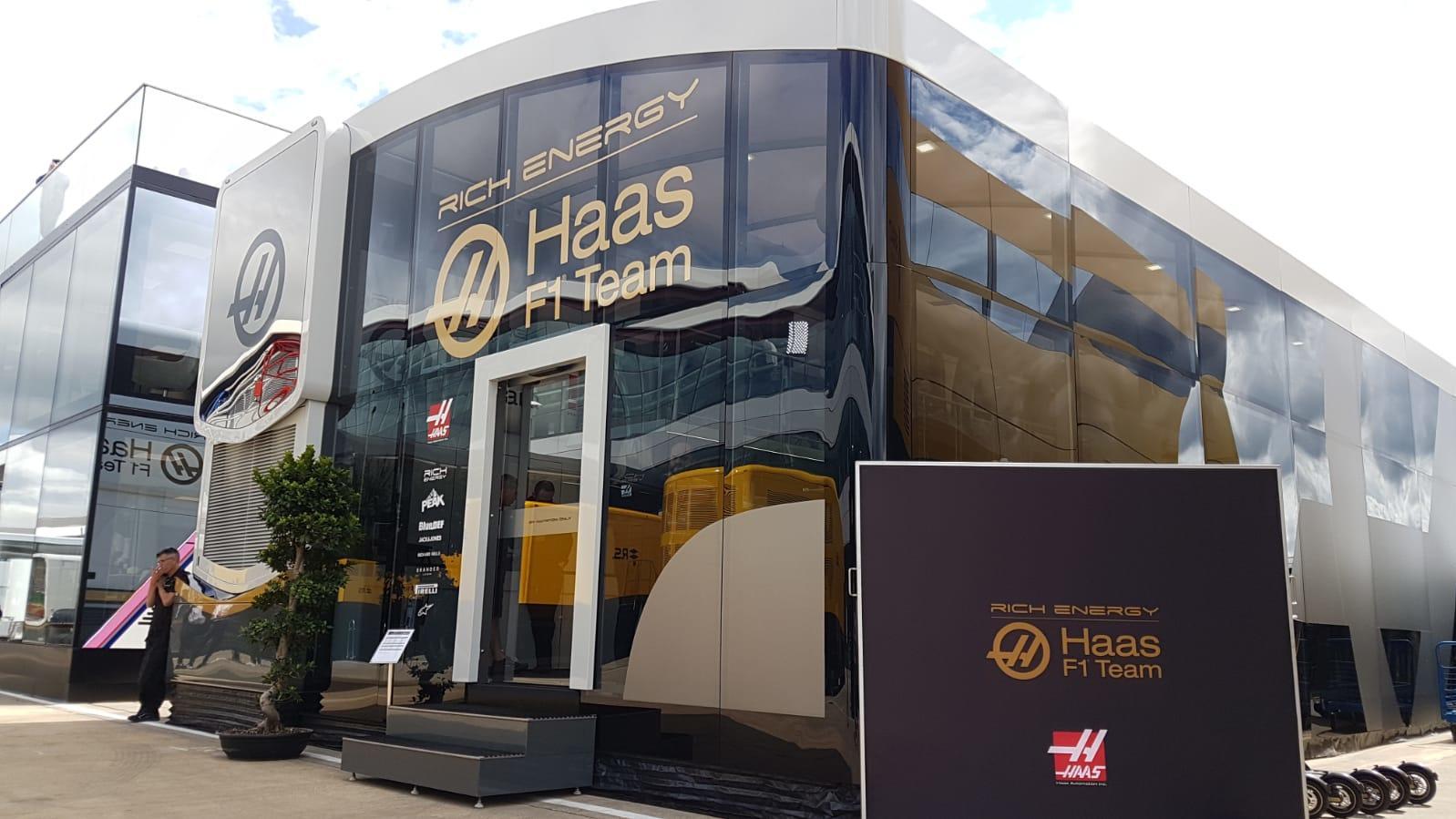 Haas-Motorhome in Silverstone