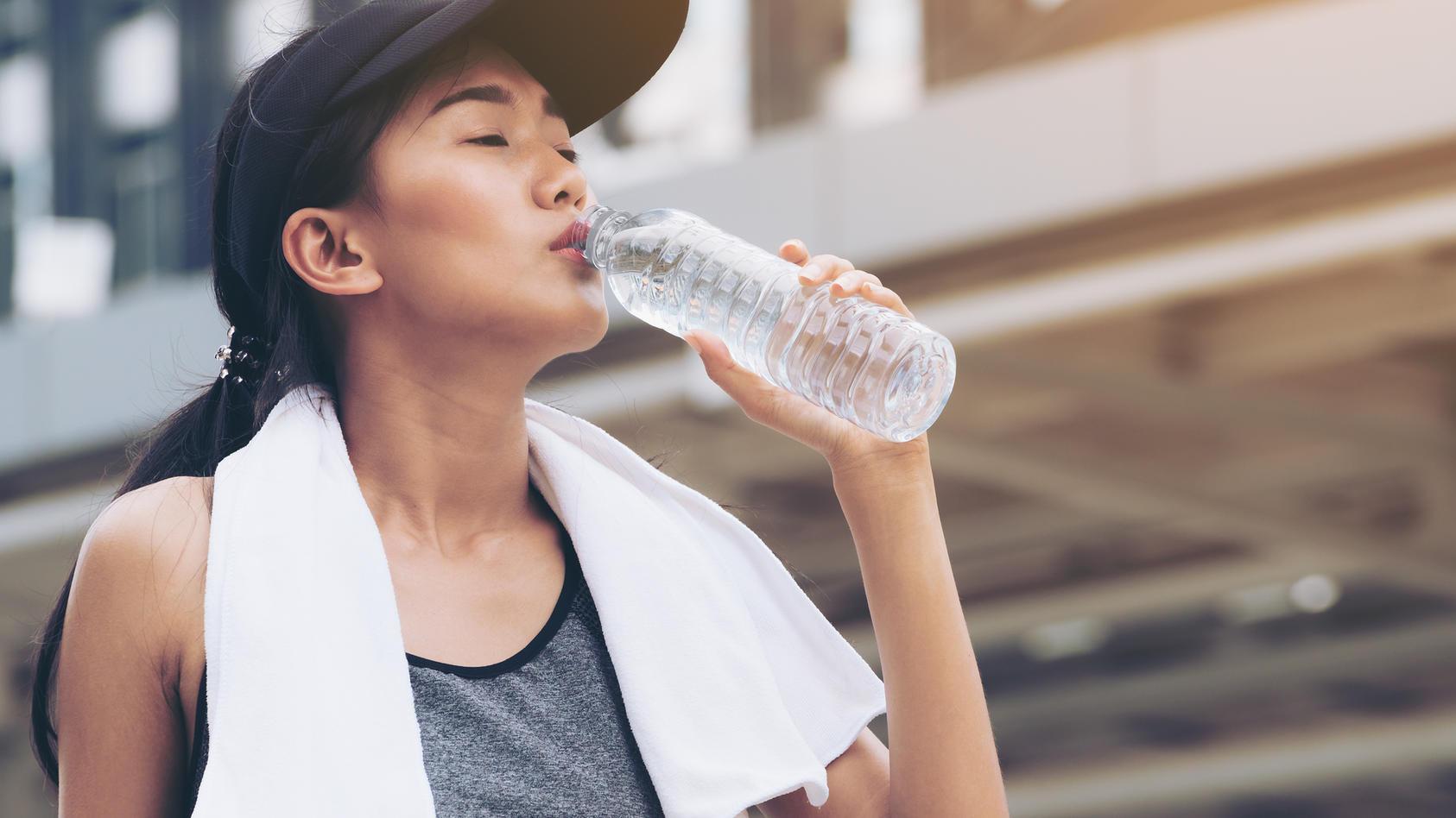 Bei einer Exsikkose oder Dehydratation ist der Wasseranteil des Körpers stark erniedrigt