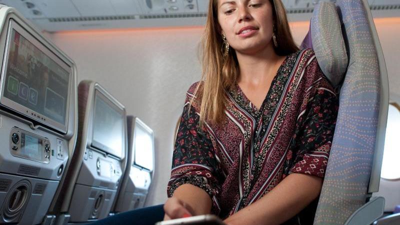 Bitte Flugmodus einschalten, lautet bei Start und Landung die Anweisung im Flieger - das soll eventuelle Störungen der Bordelektronik verhindern. Foto: Klaus-Dietmar Gabbert
