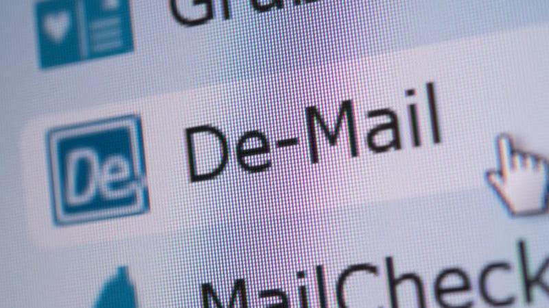 Mit De-Mail lassen sich wichtige Dokumente wie Schadenmeldungen oder Kündigungen nachweissicher verschicken. Foto: Andrea Warnecke