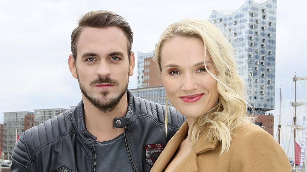 Marc Barthel und Anna Hofbauer beim Fototermin am Set der ZDF TV-Serie Notruf Hafenkante - Die Pokerprinzessin im City Sporthafen. Hamburg, 11.04.2019. *** Marc Barthel and Anna Hofbauer at the photo shoot on the set of the ZDF TV series Emergency ca