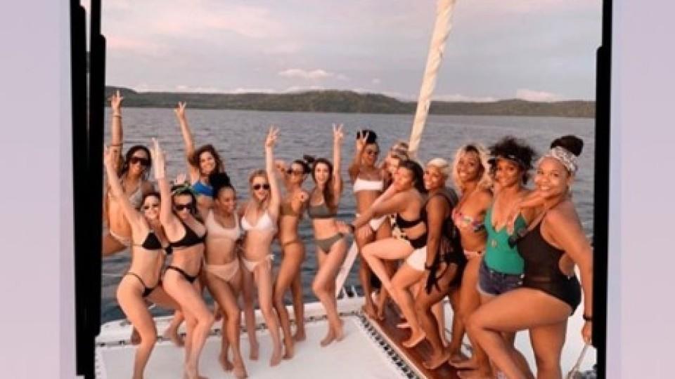 Ein Boot voller Schönheiten beim JGA von US-Bachelorette Rachel Lindsayy.