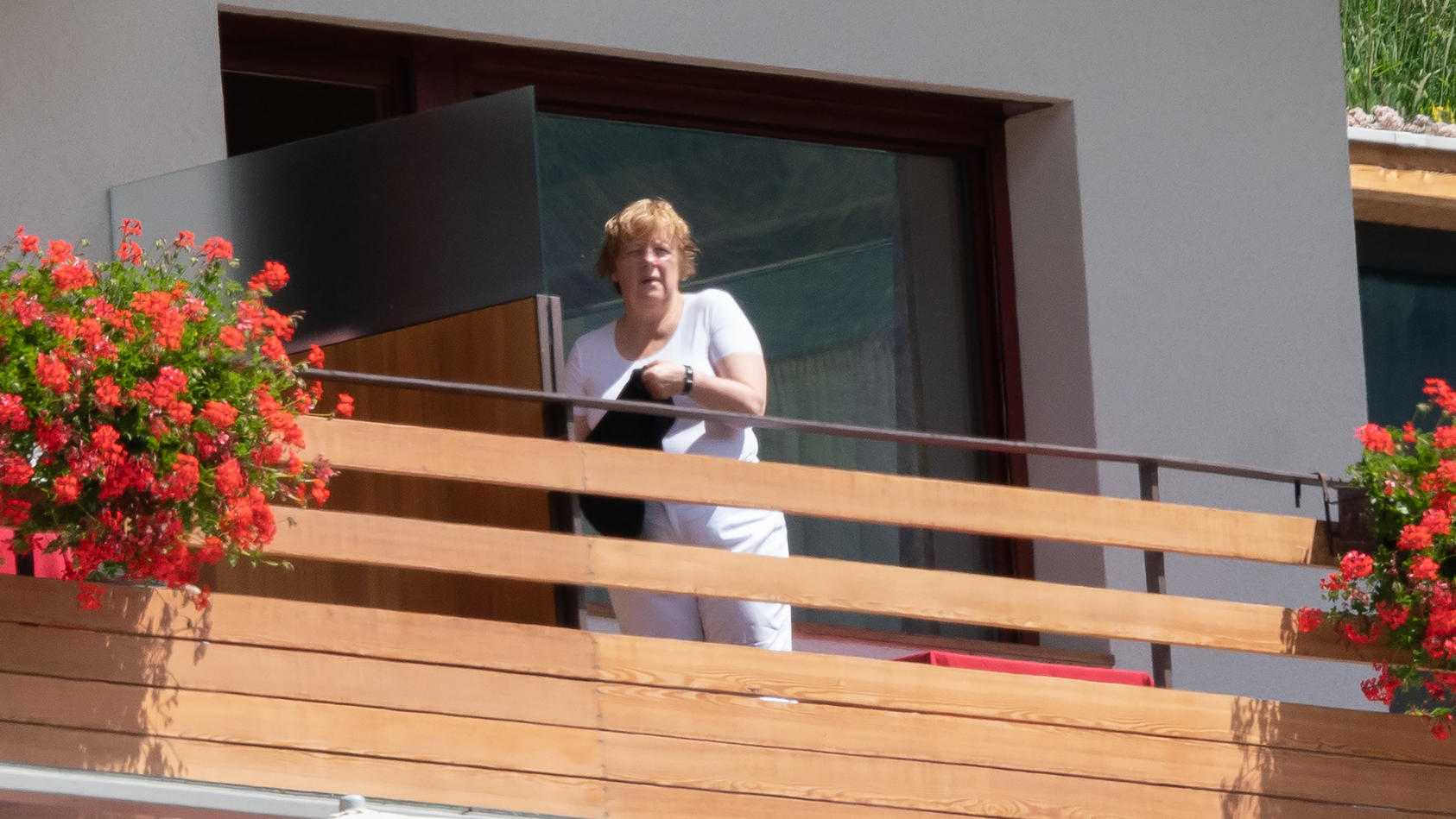 Bundeskanzlerin Angela Merkel entspannt im Urlaub in Südtirol. (Foto: MEGA)