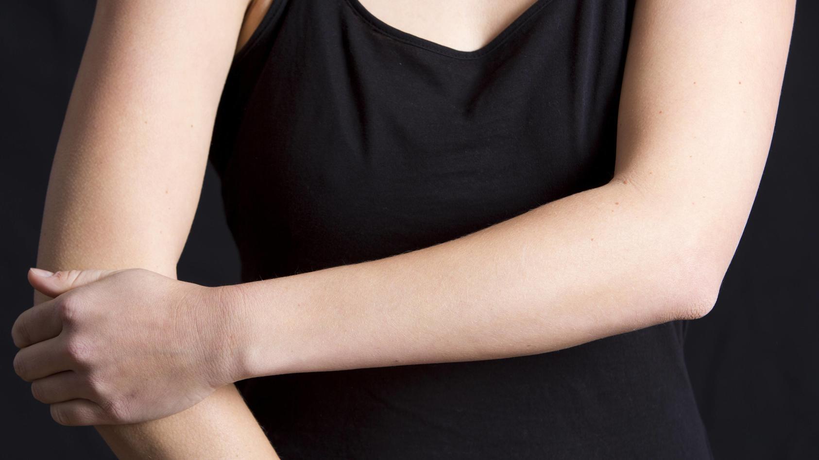 Der Ellenbogen ist bei jeder Bewegung des Armes beteiligt