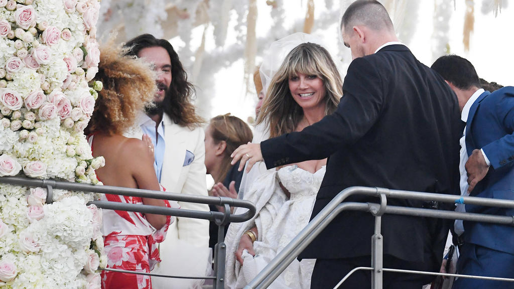 Heidi Klum and Tom Kaulitz are seen getting married on a yacht on august 03, 2109 in Capri, ItalyPictured: Heidi Klum and Tom KaulitzRef: SPL5107401 030819 NON-EXCLUSIVEPicture by: SplashNews.comSplash News and PicturesLos Angeles: 310-821-2666New Yo