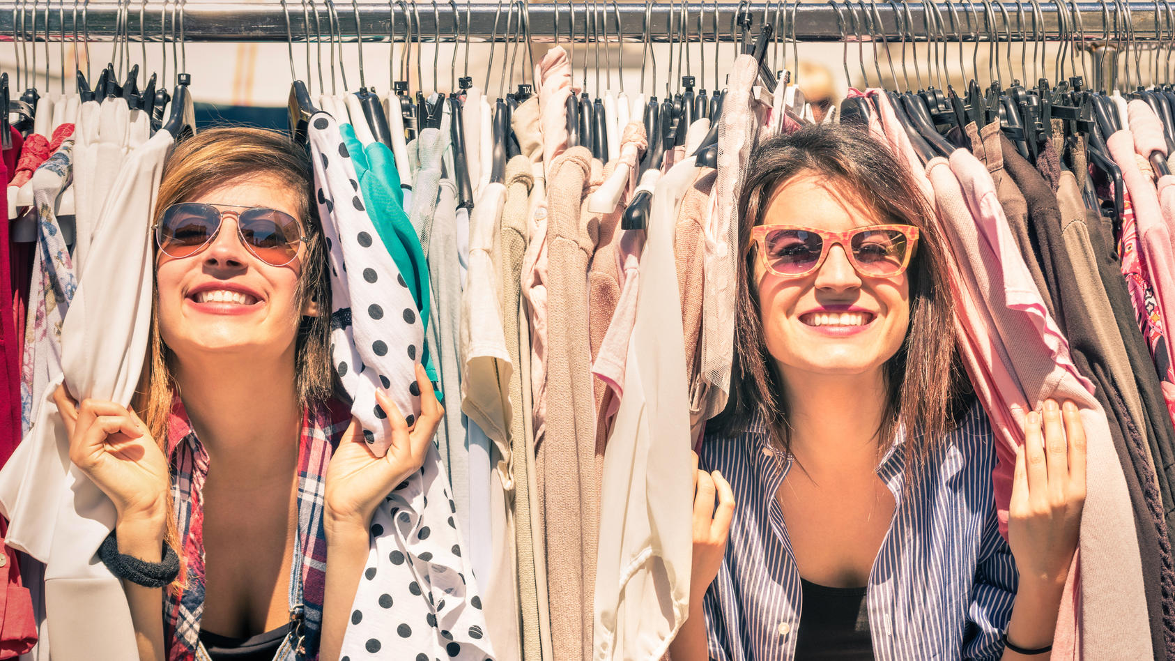 Secondhand-Mode, Vintage und Flohmarkt-Schnapper erfreuen sich in Deutschland immer größerer Beliebtheit.
