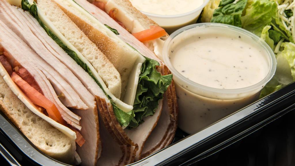 Ein leckerer Sandwich ist eine gute Alternative für die teuren Snacks in Schwimmbad oder Freizeitpark.