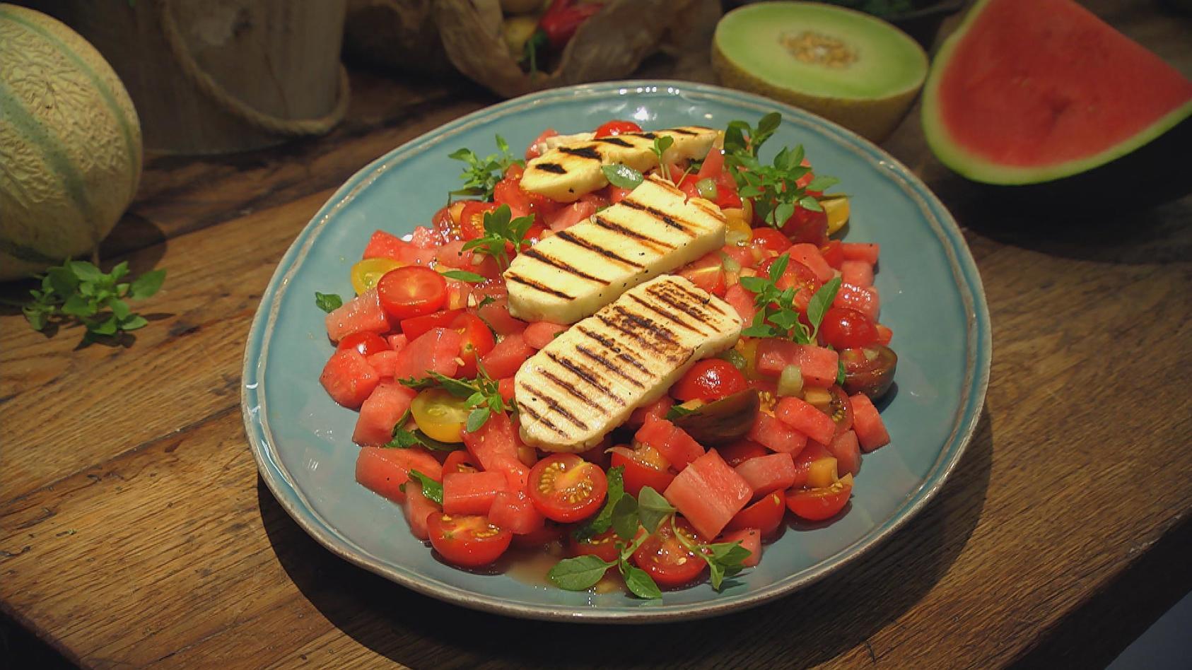 Herrlich Melonig – Exotische Frische in der Küche: Tomaten-Melonen-Salat mit Grillkäse