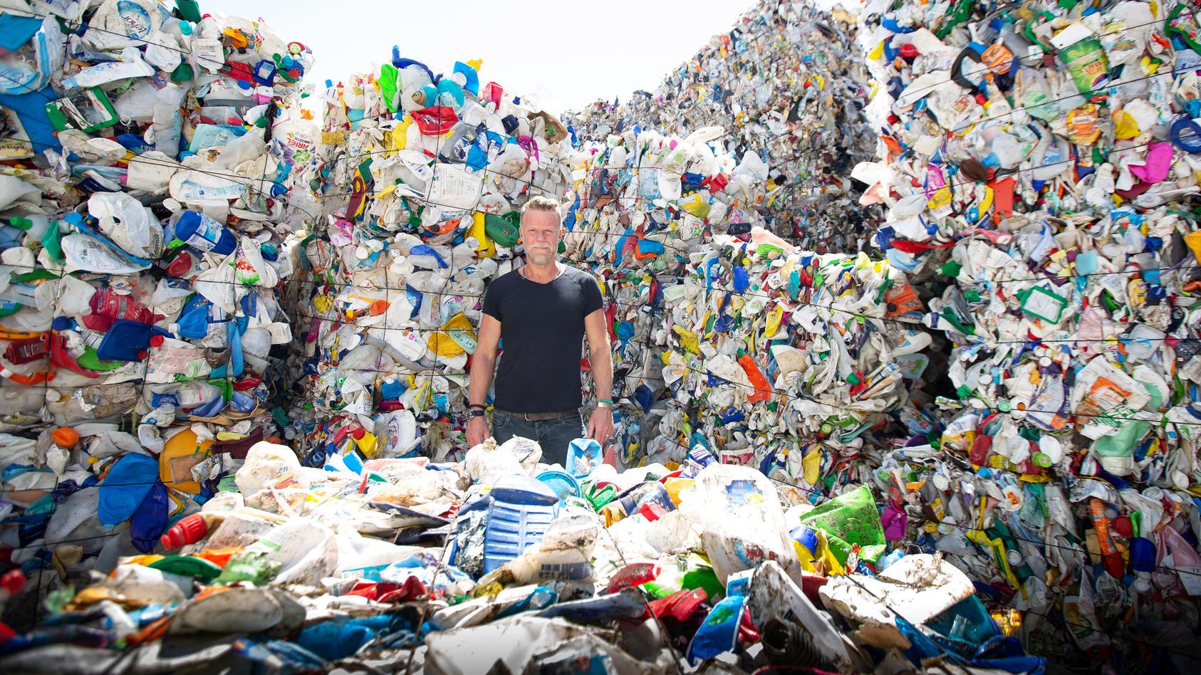 Extrem-Reporter Jenke von Wilmsdorff will gegen den Plastikmüll kämpfen.