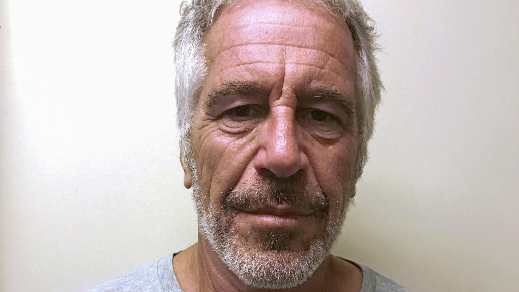Der pädophile US-Multimillionär Jeffrey Epstein hat offenbar Selbstmord begangen.