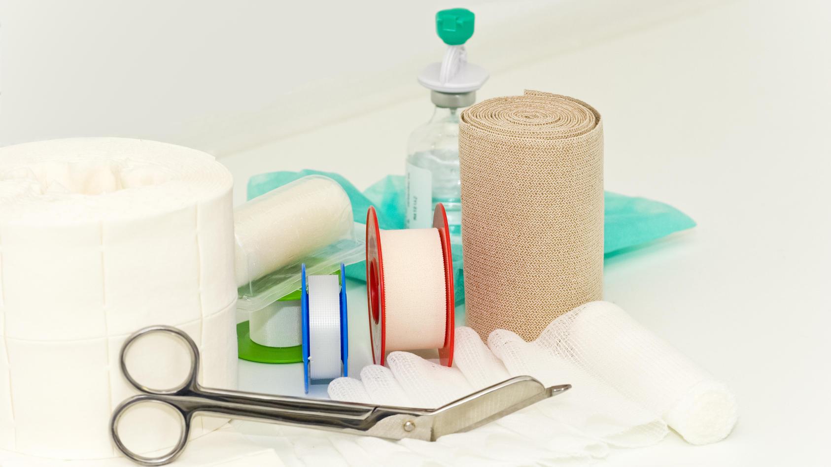 Gaze oder Mull ist ein dünnes und leichtes, halbtransparentes Gewebe, das in der Lage ist, große Mengen an Flüssigkeit aufzunehmen