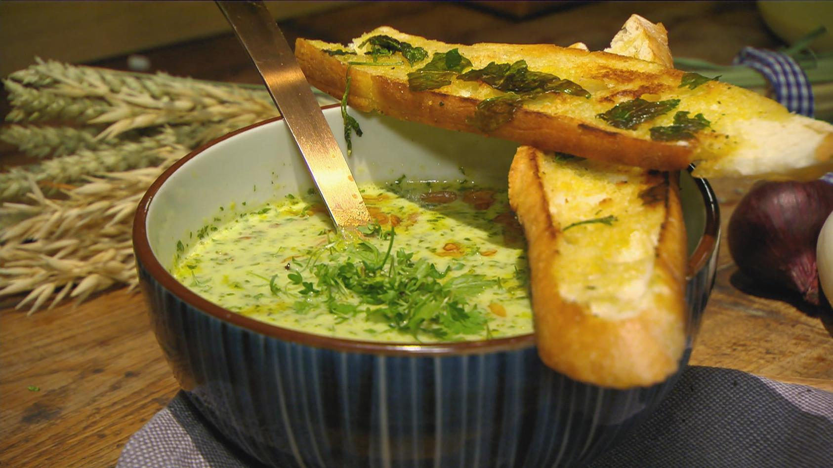 Landlust – Leckeres vom Lande: Grüne Suppe mit Steinofen-Baguette