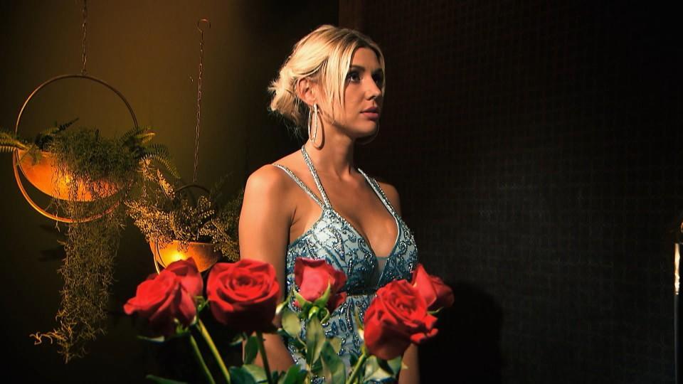 Die Bachelorette verteilt in Woche 5 nur an 6 Männer eine Rose.