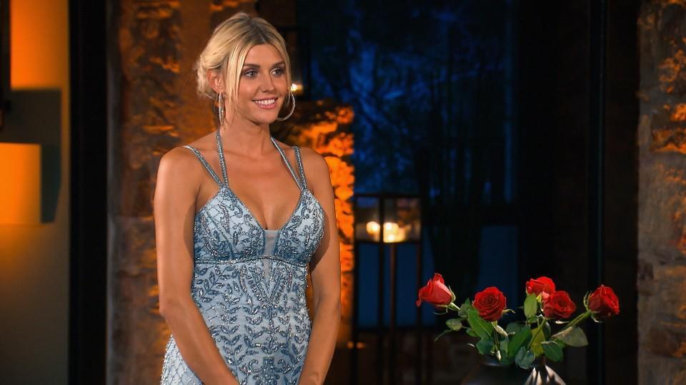 """Die Bachelorette sortiert in der fünften """"Nacht der Rosen"""" ordentlich aus."""