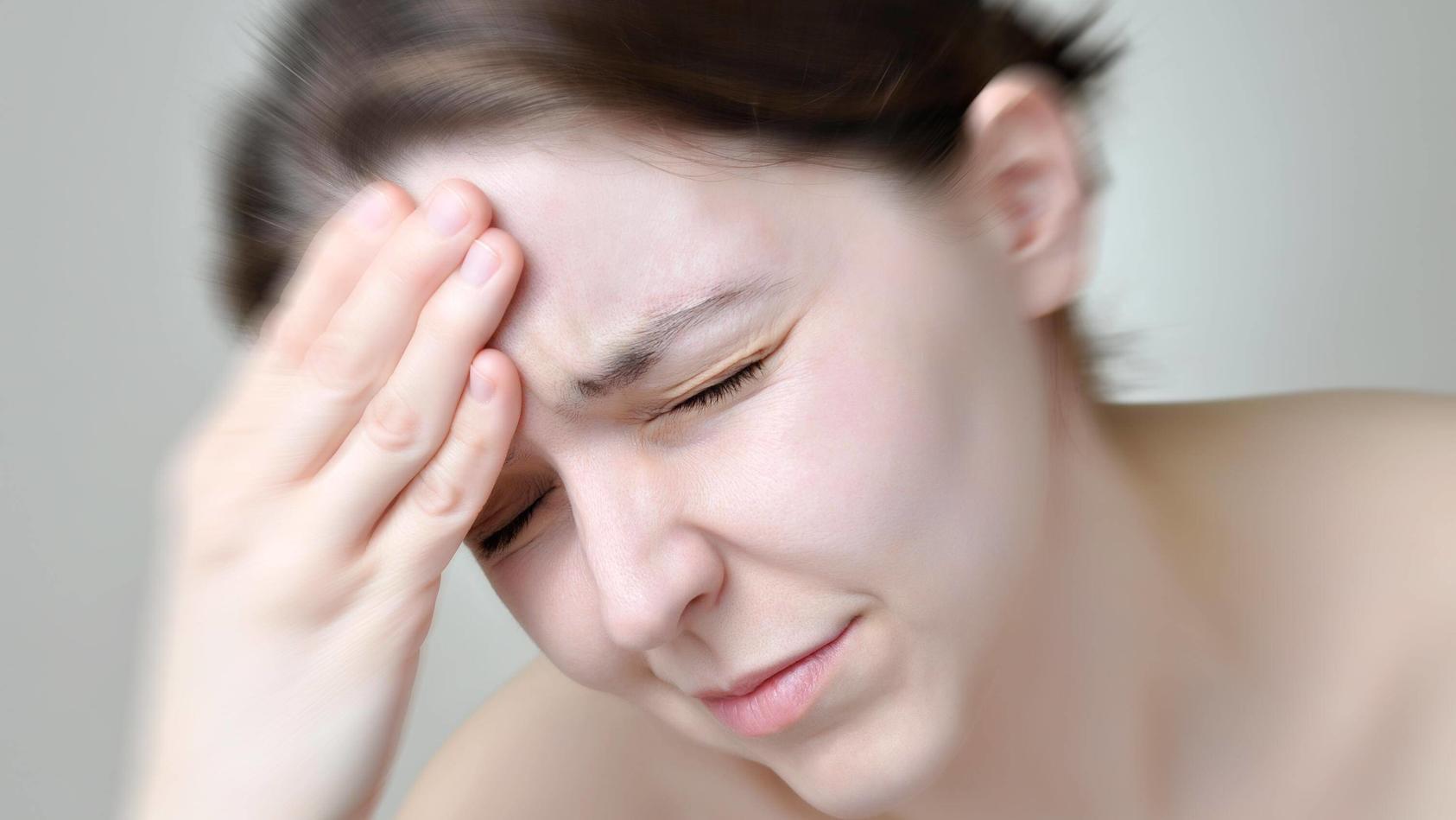Ein Hypophysenadenom kann verschiedene Hormonstörungen, aber auch Kopfschmerzen und Sehstörungen hervorrufen