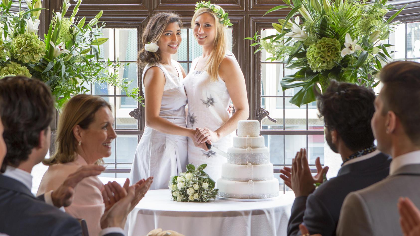 """Gleichgeschlechtliche Ehe: Seit dem 1. Oktober gilt in Deutschland das """"Ehe-für-alle""""-Gesetz."""