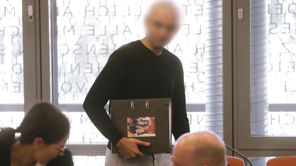 Der 31-jährige Angeklagte im Verhandlungssaal des Wuppertaler Landgerichts.