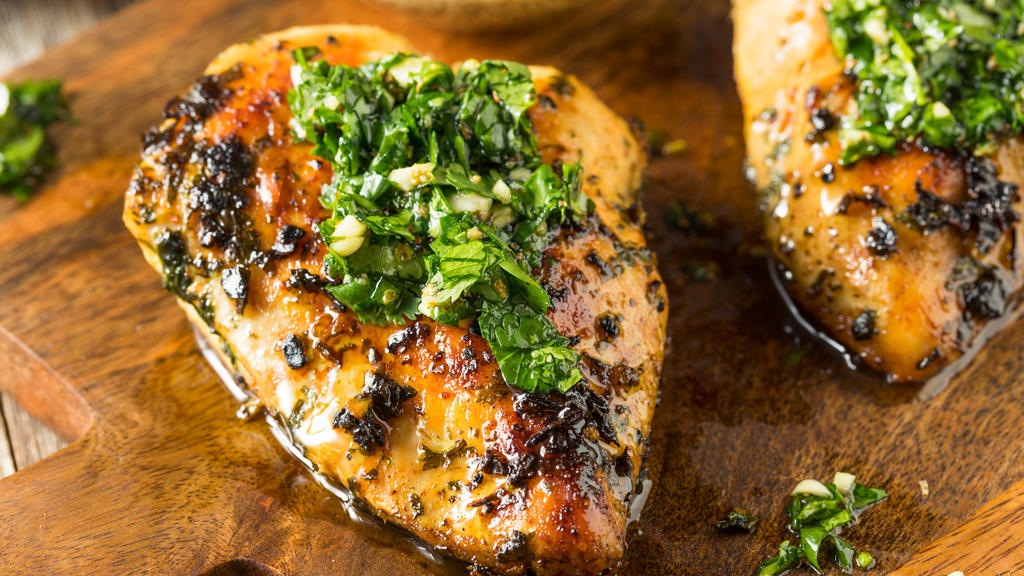 Grüne Marinade für Hühnchen und Fisch