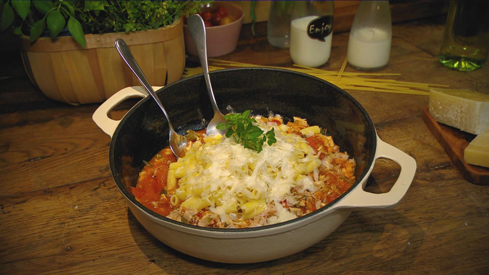 Heute gibt's Pasta. Basta!: Pasta mit Hähnchen-Bolognese