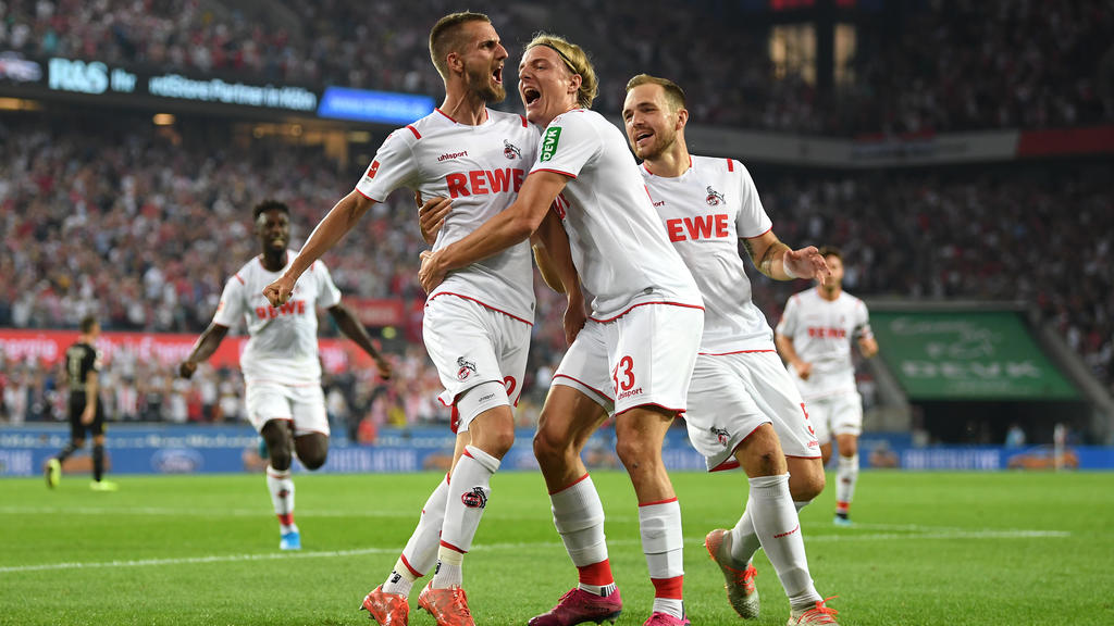 COLOGNE, GERMANY - AUGUST 23:  Dominick Drexler of 1. FC Koeln (L) celebrates with his team mates after scoring his side's first goal during the Bundesliga match between 1. FC Koeln and Borussia Dortmund at RheinEnergieStadion on August 23, 2019 in C