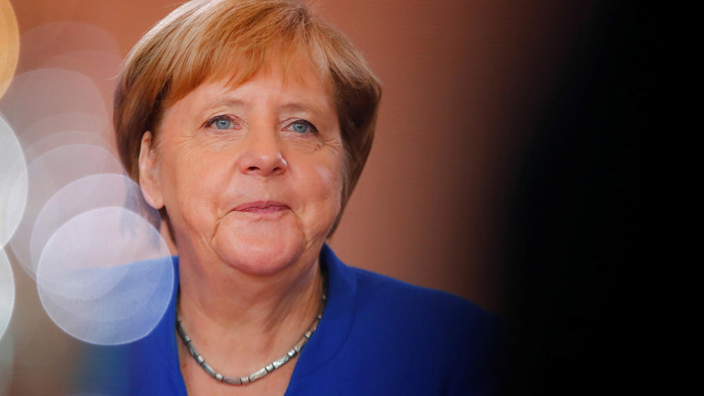 Merkel Reicht Rücktritt Ein