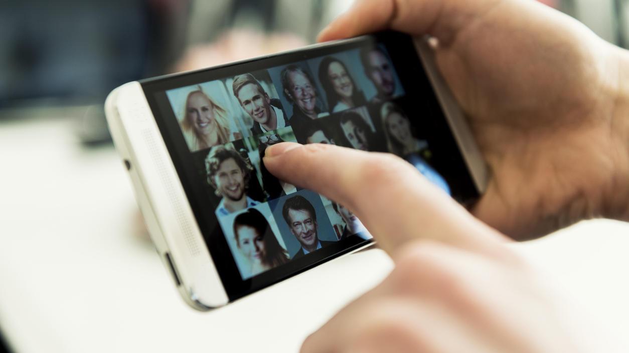 """Mit der chinesischen App """"Zao"""" lassen sich Selfies  im Handumdrehen in Filme und Musikvideos montieren."""