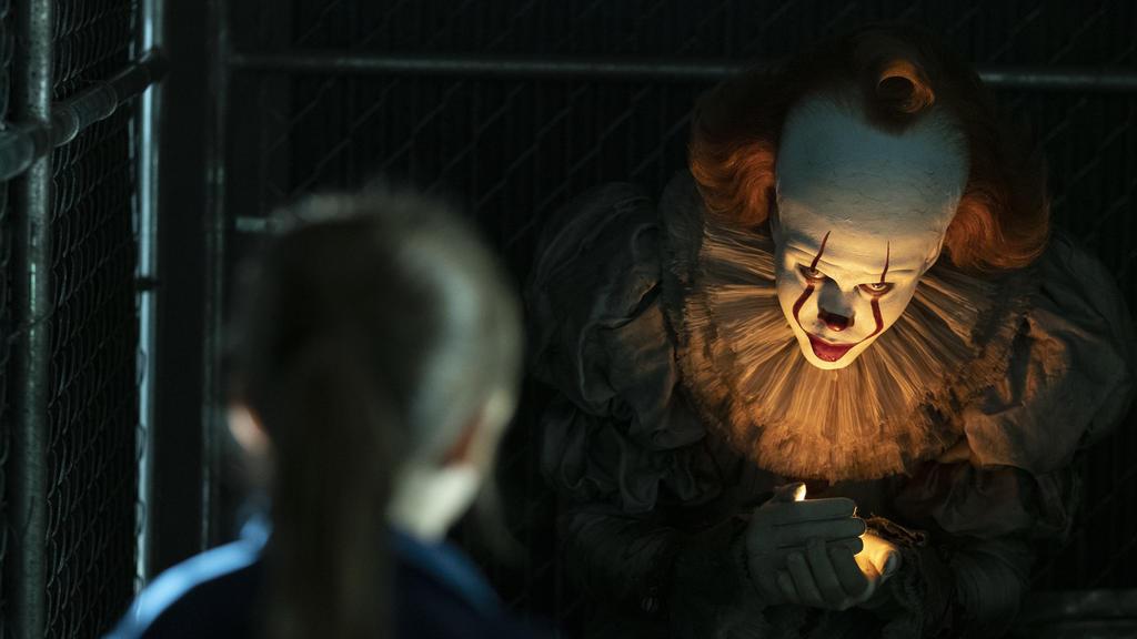 Bill Skarsgård spielt Horror-Clown Pennywise.