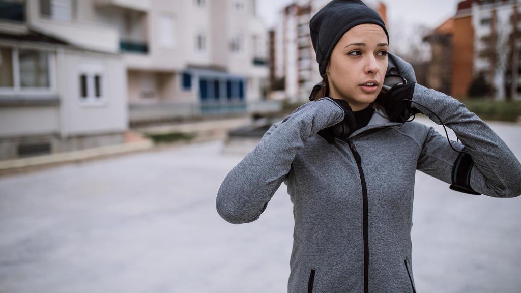 Joggen im Herbst: Der Körper sollte beim Laufen nicht auskühlen