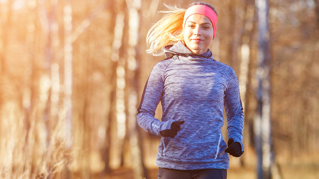 Joggen im Herbst: Gut verpackt bleibt der Körper schön warm
