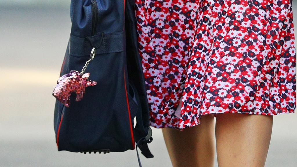 Einhorn-Anhänger an Prinzessin Charlottes Schultasche.