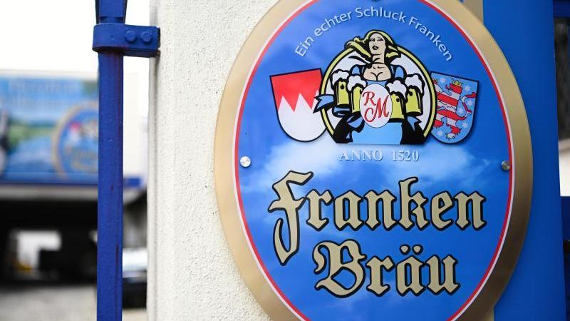 Die Brauerei gibt an, dass eine Gesundheitsgefährdung nicht auszuschließen sei. In der Falsche könnte sich Lauge befinden.