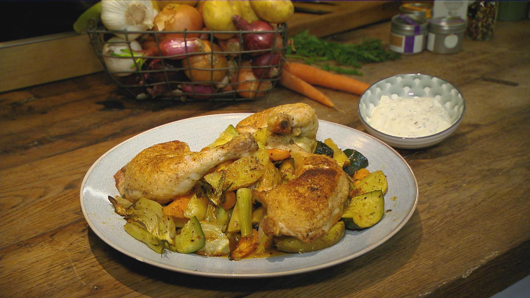 Heute und Morgen – Was vom Tage übrig blieb: Hähnchenkeulen mit Gemüse vom Blech (Tag 1)