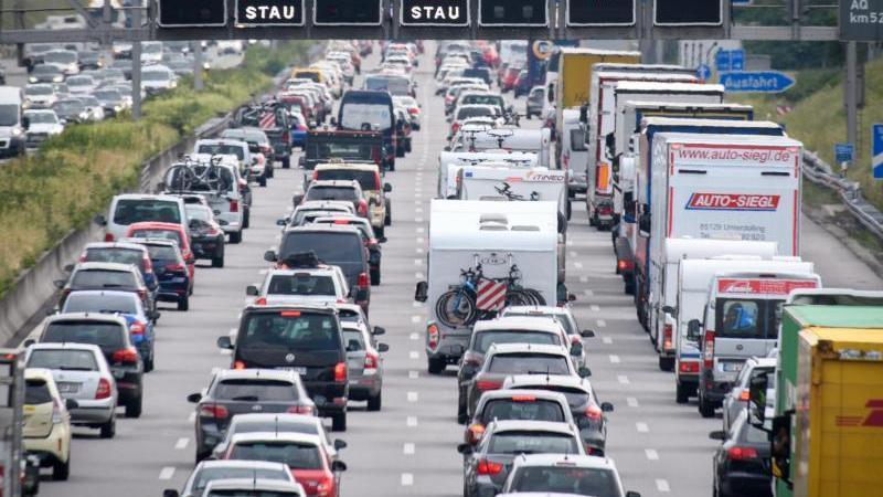 Auf der Autobahn A 9 könnten Baustellen den Verkehrsfluss stören. Foto: Matthias Balk
