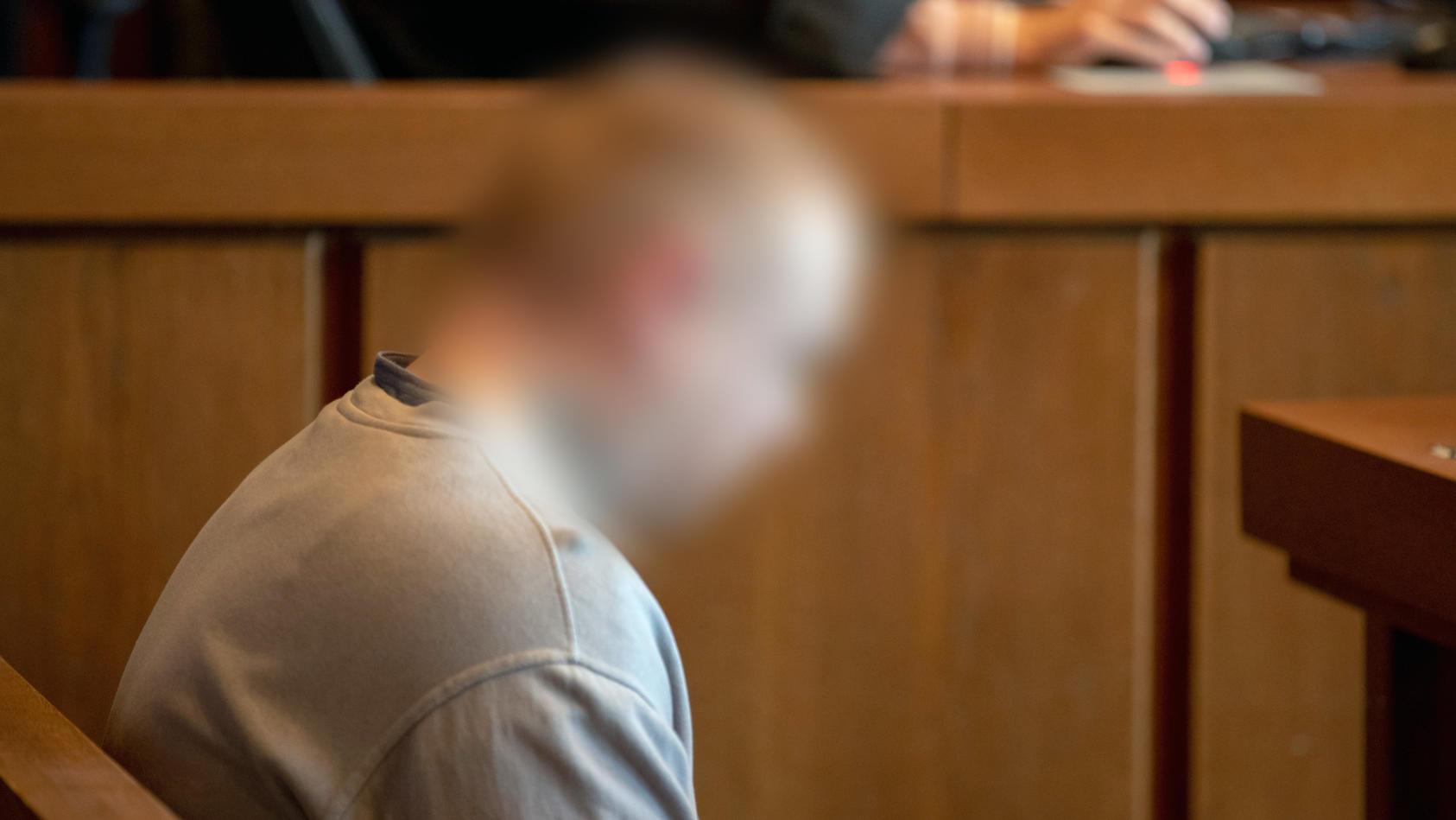 Prozess um Messerstiche gegen drei Frauen in Nürnberg: Daniel G. sitzt auf der Anklagebank.