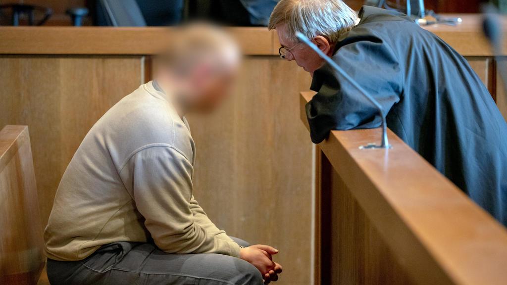 Der Angeklagte hat sich zu Beginn des Prozesses bei seinen Opfern entschuldigt.