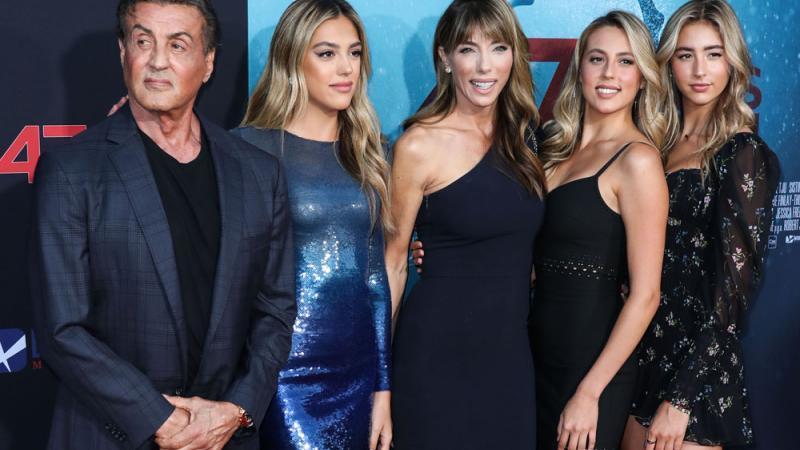 Sylvester Stallone mit seiner Frau und den drei Töchtern