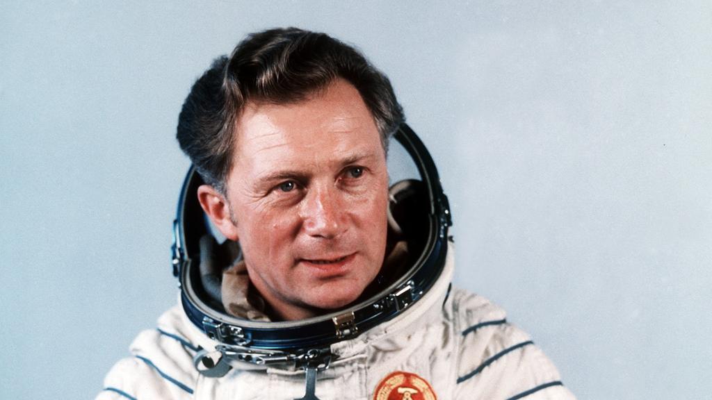 Der Kosmonaut Sigmund Jähn nach seinem erfolgreichen Flug mit dem sowjetischen Raumschiff Sojus 31 zur Raumstation MIR. (01.08.1978)