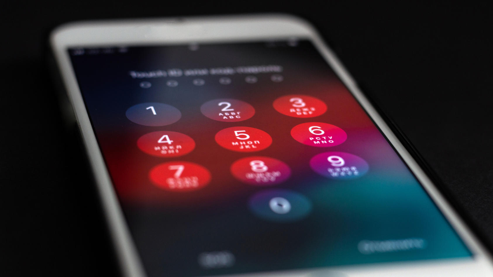 Unter anderem sind alle iPhones von 4S bis X betroffen.