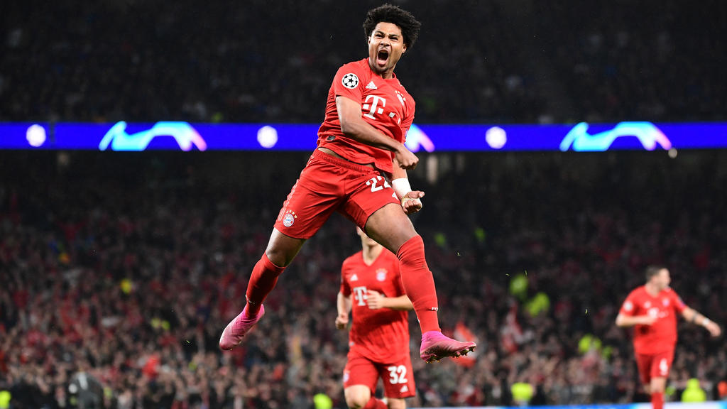 01.10.2019, xkvx, Fussball UEFA Champions League, Tottenham Hotspur - FC Bayern Muenchen emspor, v.l. Serge Gnabry FC Bayern Muenchen celebrate the goal, Der Torjubel zum 1:3 DFL/DFB REGULATIONS PROHIBIT ANY USE OF PHOTOGRAPHS as IMAGE SEQUENCES and
