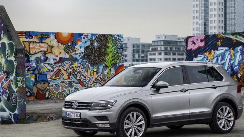 Für viele ist der VW Tiguan ein SUV, das Kraftfahrt-Bundesamt listet ihn aber im Segment der Geländewagen auf. Foto: Volkswagen AG/dpa-tmn