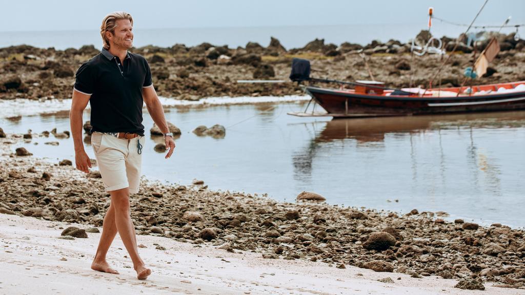 "Paul Janke führt durch das ""Bachelor in Paradise""-Resort."