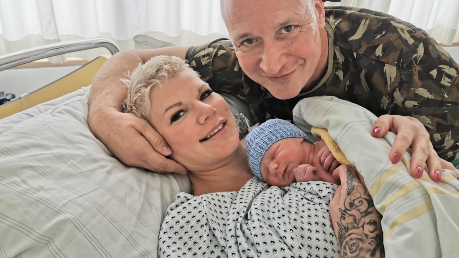 Melanie Müller (l.) und Ehemann Mike Blümer (r.) freuen sich über die Geburt ihres zweiten Kindes.