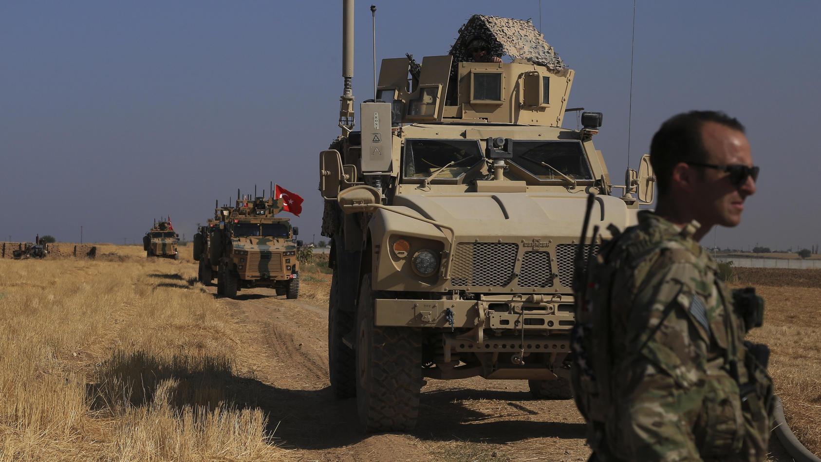 Türkische Truppen an syrischer Grenze