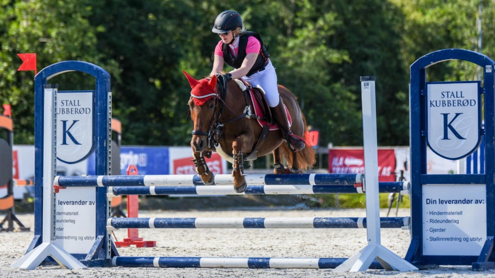 Pia O. mit einem ihrer Pferde.