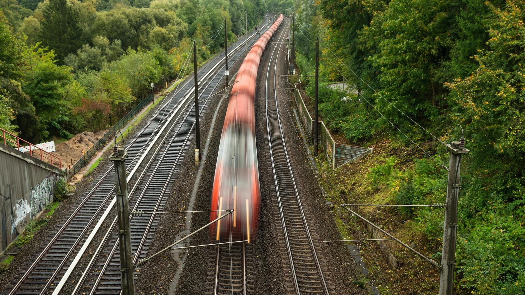 Der Schnellzug Strizh verbindet Berlin mit Moskau. An der Grenze wurde Dienstagbend ein erhöhter radioaktiver Wert an einem der Waggons gemessen. (Symbolbild)
