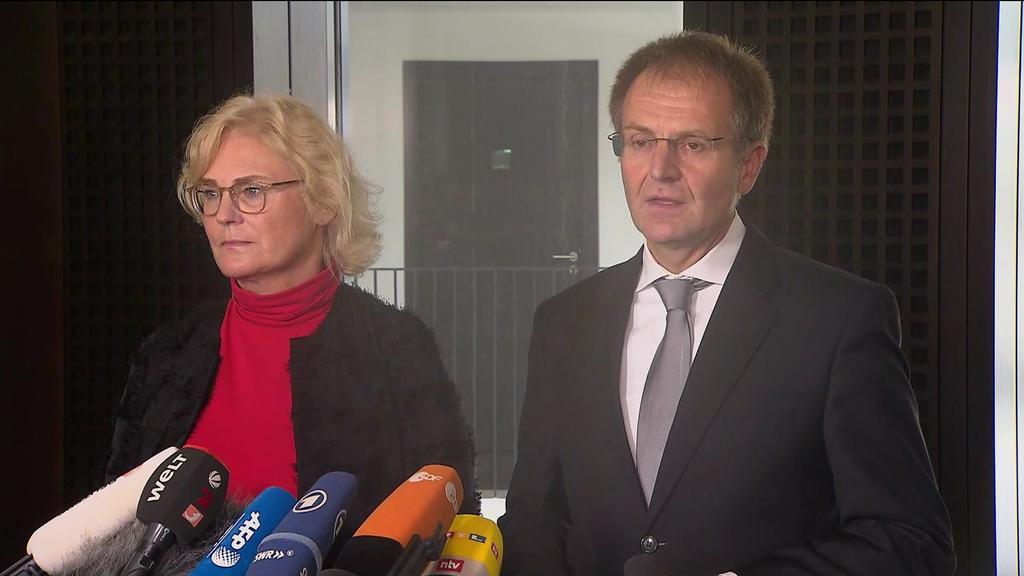 Pressekonferenz zum Terror in Halle: Bundesjustizministerin Christine Lambrecht und Generalbundesanwalt Peter Frank