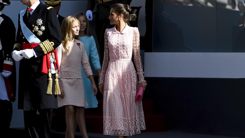 König Felipe von Spanien und seine Damen: Letizia, Prinzessin Leonor und Sofia am spanischen Nationalfeiertag.