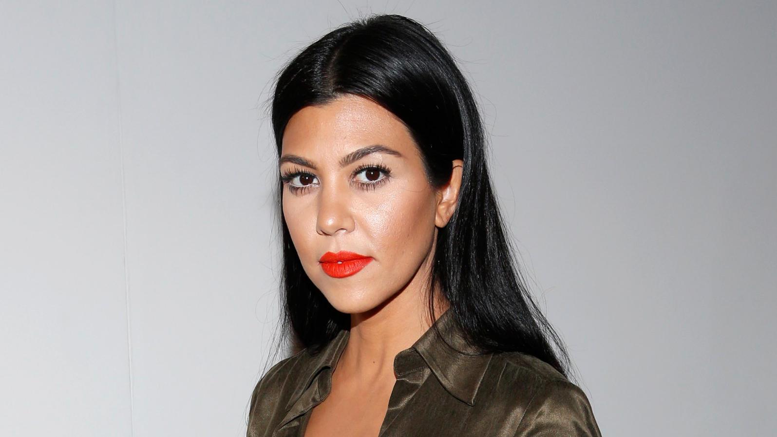 Kourtney Kardashian beweist Po.
