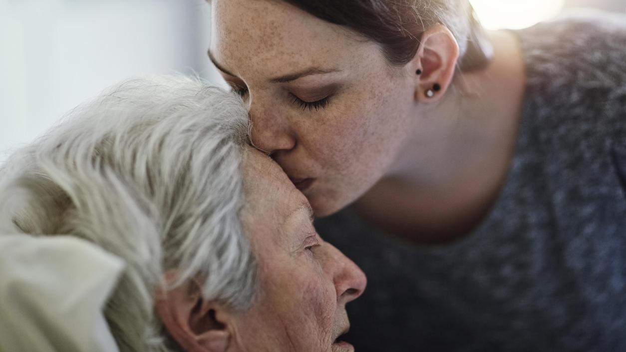 Rund 70 Prozent der Pflegebedürftigen werden zu Hause von Angehörigen betreut. Was muss man dabei beachten?